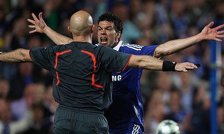 El árbitro del Chelsea – Barcelona 2009 sigue recibiendo amenazas de muerte