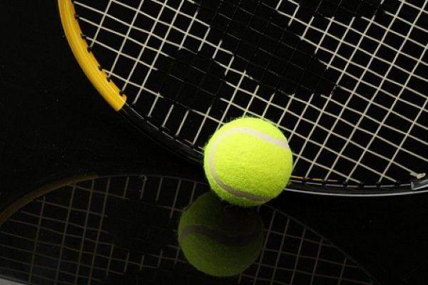 pelota-de-tenis-deporte-raquetas-raquetas_3192020