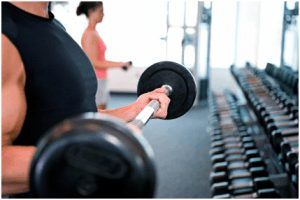 Cómo entrenar hombros para que se vean más masculinos