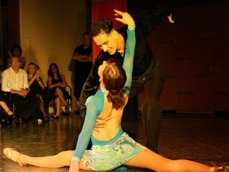 Beneficios Saludables de Bailar Salsa